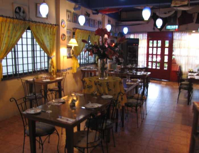 photo of Chez Papa dining room