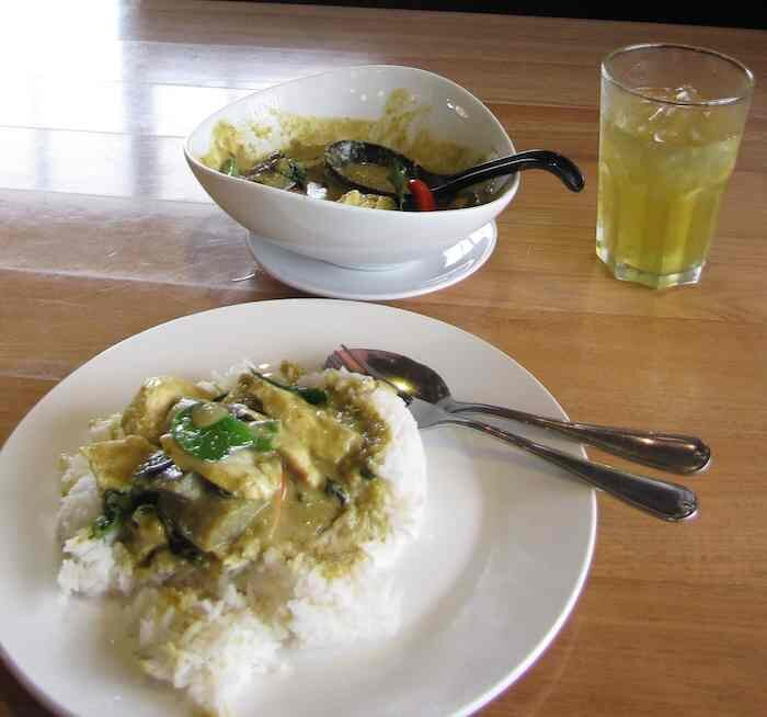 photo of green chicken curry and green tea