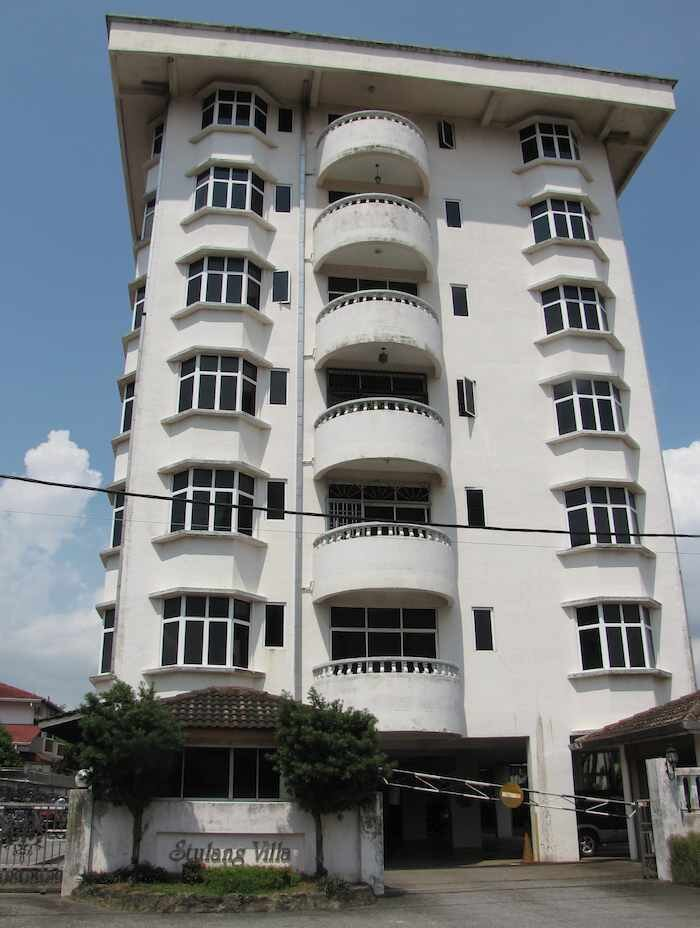 exterior view of Stulang Villa Condo building